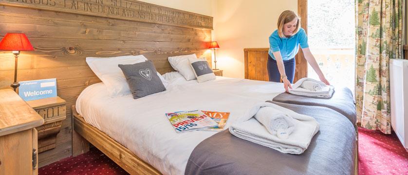France_Les-Arcs_Chalet-Julien_Bedroom-example-staff.jpg